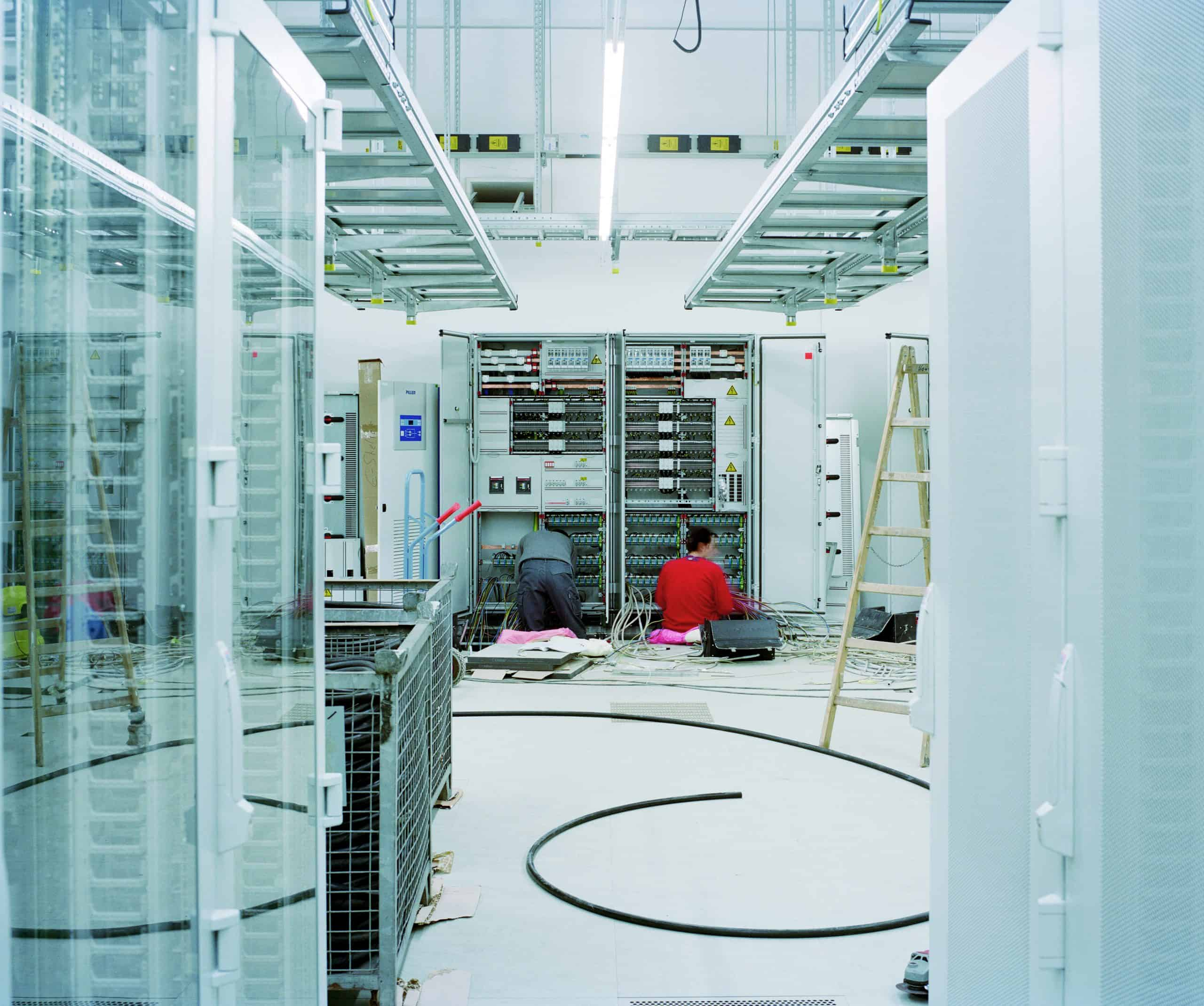 We help you plan, build and operate highly efficient, strongly protected full-lifecycle data center security solutions